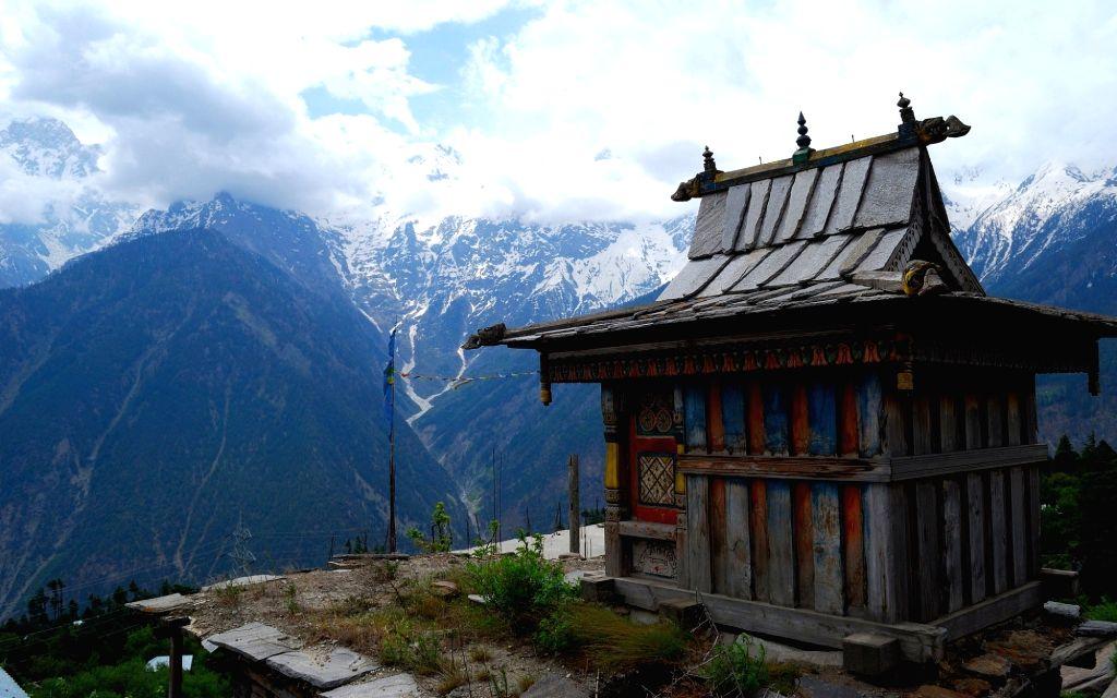 Himachal's Kalpa sees warmest February in 28 years.(photo:Twitter)