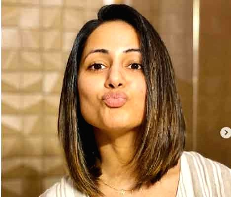 Hina Khan has 'chopped some tension off'. - Hina Khan
