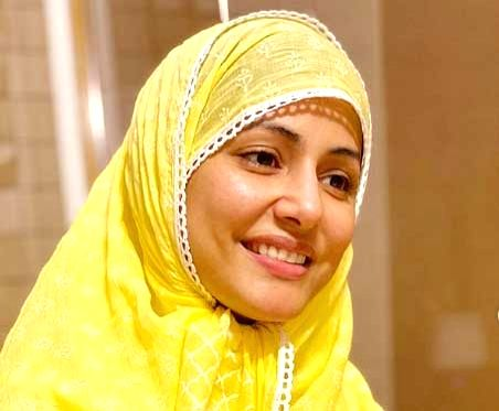 Hina Khan prays for 'protection and healing' on her first Roza. - Hina Khan