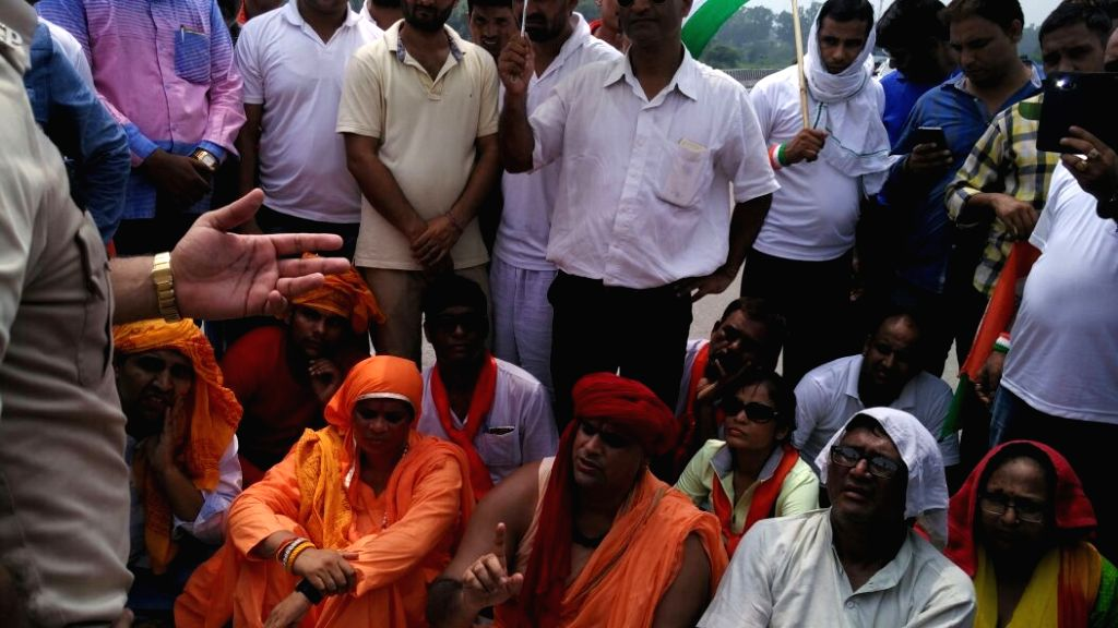 Hindu Mahasabha President Swami Chakrapani and VHP leader Sadhvi Prachi who were detained near kathua after they tried to march towards Lal chowk in Srinagar on Aug 15, 2016.