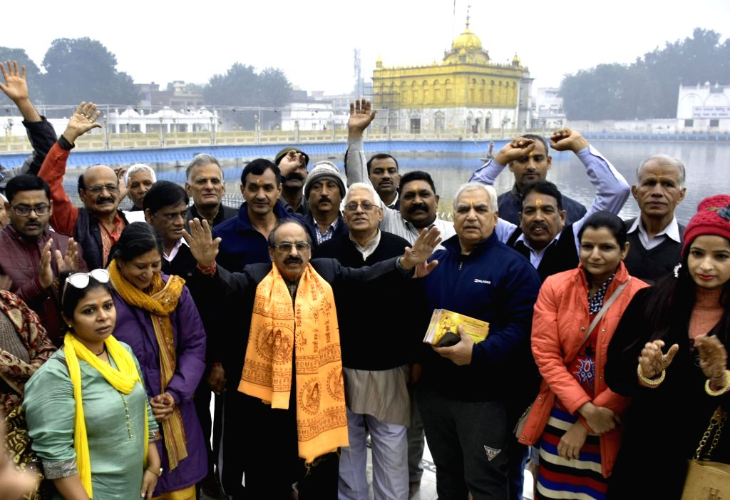 Hindu pilgrims on their way to Katas Raj Temples in Pakistan, leave after paying their respects at the Durgiana Temple, in Amritsar on Dec 13, 2019.