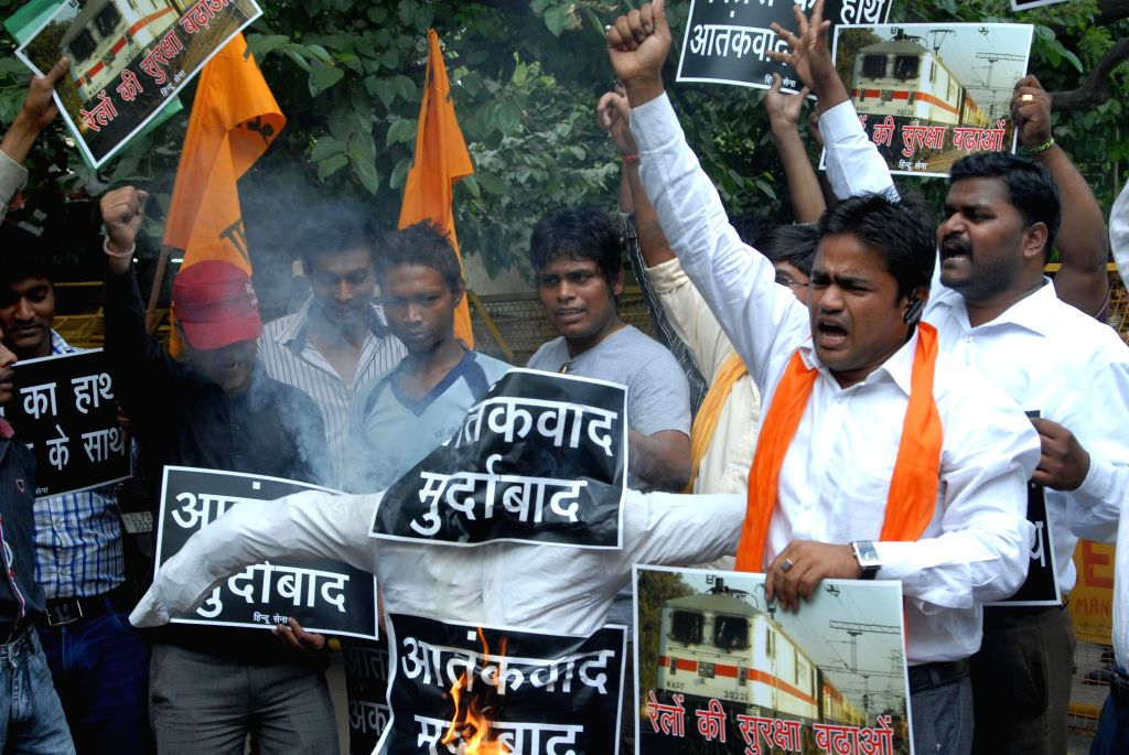 Hindu Sena activists demonstrate to condemn the twin blasts at Chennai railway station, in in New Delhi on May 2, 2014.