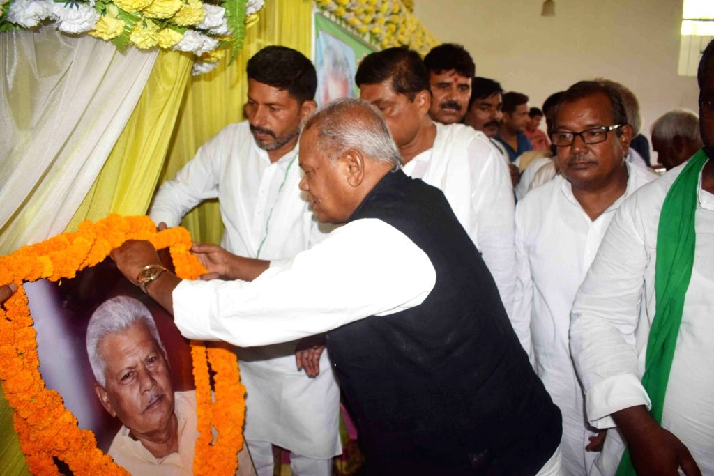 Hindustani Awam Morcha (HAM) chief Jitan Ram Manjhi pays tributes to RJD leader and former Bihar Minister Mundrika Singh Yadav on his birth anniversary, in Patna on July 14, 2018. - Mundrika Singh Yadav