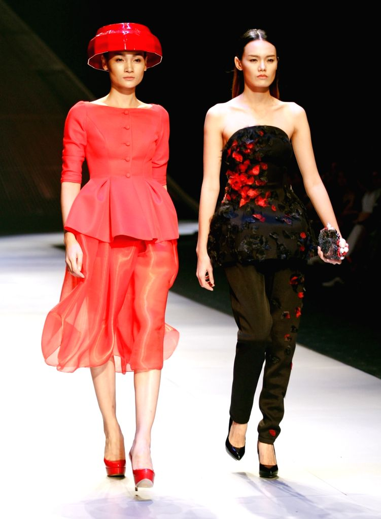 Ho Chi Minh city (Vietnam): Models present creations of designers during the Closing Ceremony of the Vietnam International Fashion Week 2014 in Ho Chi Minh city, Vietnam, Dec.6,2014.   ( ...