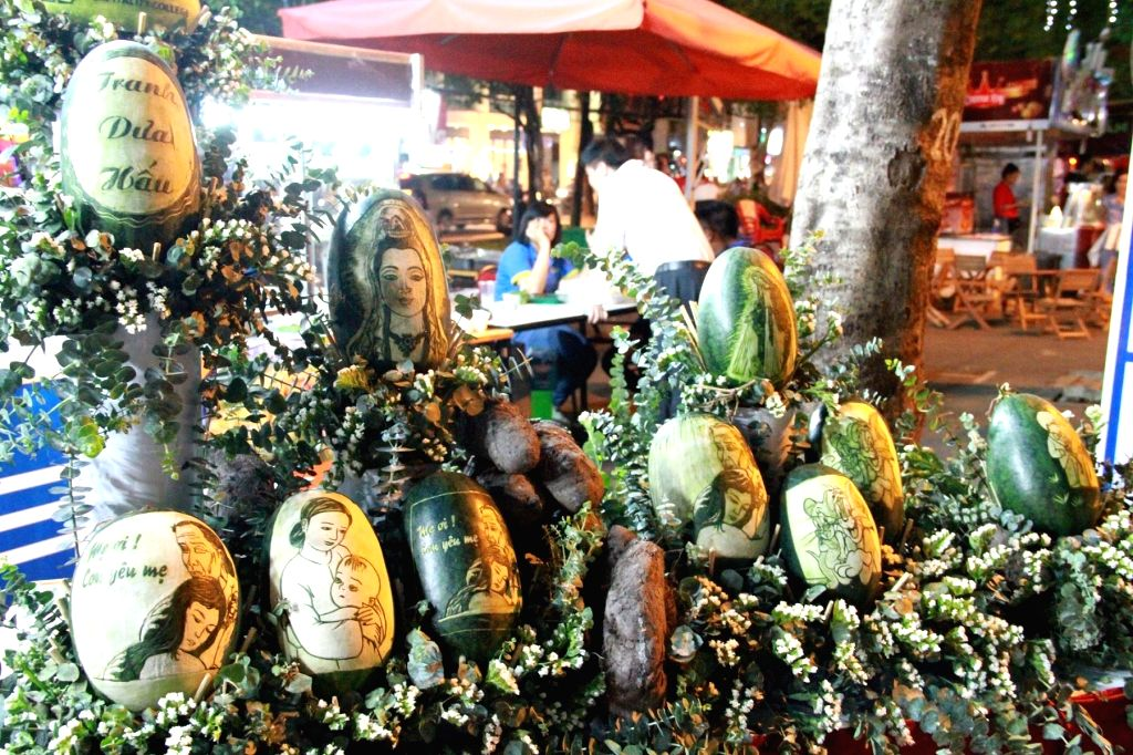 Ho Chi Minh city (Vietnam): Picture taken on Dec. 4, 2014 shows carved watermelons during the 9th Taste of the World 2014 culinary festival in Ho Chi Minh City, Vietnam, Dec. 4, 2014. (Xinhua/Huang ..