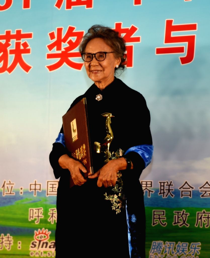 """HOHHOT, Sept. 17, 2017 - Wu Yanshu shows the trophy of the Best Supporting Actress for the film """"Relocate"""" at the awarding ceremony of the 31st Golden Rooster Awards in Hohhot, capital of ..."""