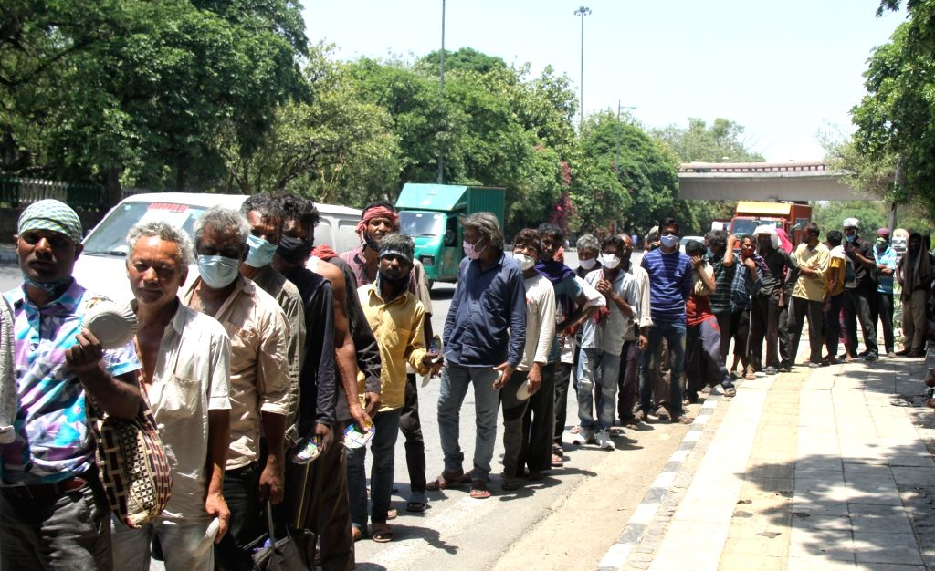 Homeless stand in a que for food during the food distribute ongoing Delhi lockdown due to Covid-19 pandemic at near ISBT Kashmiri gate in New Delhi on Wednesday May 26, 2021