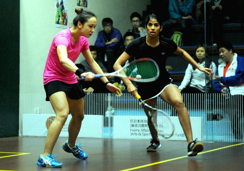 HONG KONG June 12, 2014 (Xinhua) -- Chinese Hong Kong team player Liu Tsz Ling (left) and the Indian players in the game Chicago Laba at the 17th Asian Squash Championships women's team group match at the Hong Kong Squash Centre, Hong Kong, China wit
