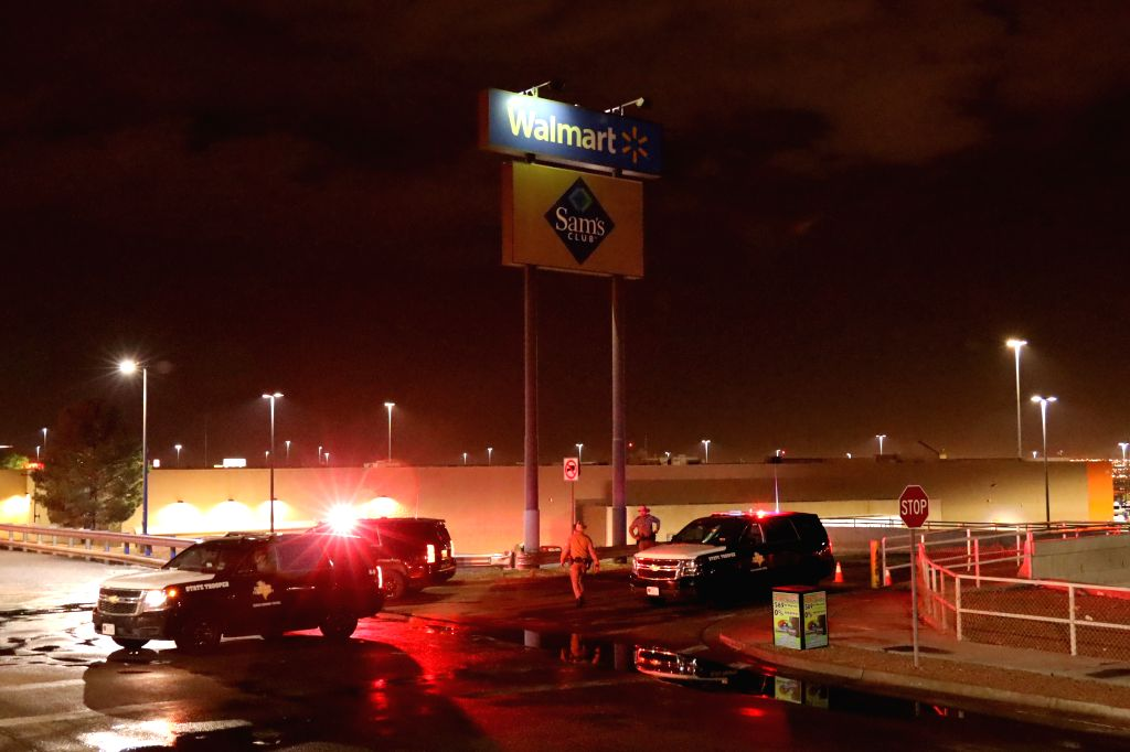 HOUSTON, Aug. 4, 2019 (Xinhua) -- Police cordon off Walmart shopping mall area in El Paso, Texas, the United States on Aug. 3, 2019. A mass shooting on Saturday killed at least 20 and injured 26 others in the U.S. state of Texas, local officials said