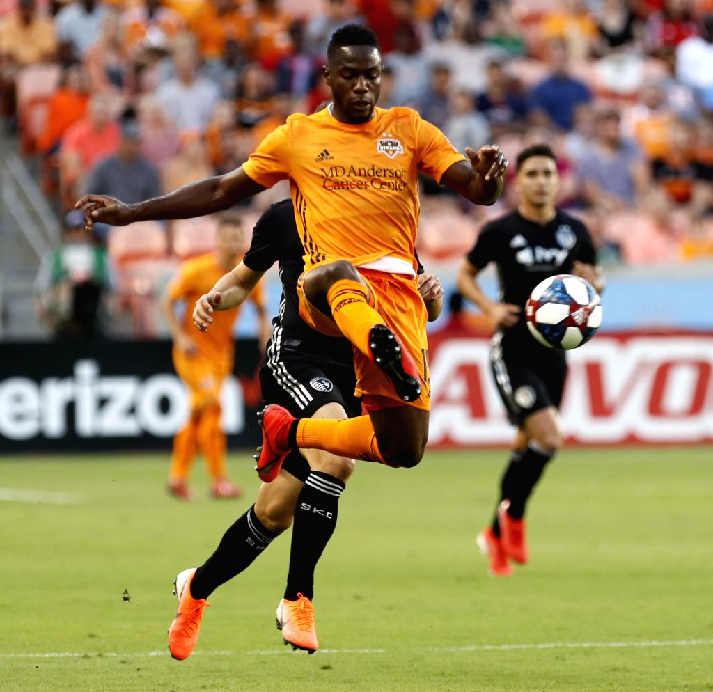 HOUSTON, June 2, 2019 - Maynor Figueroa (Front) of Houston Dynamo competes during the MLS soccer match between Houston Dynamo and Sporting Kansas City in Houston, the United States, June 1, 2019. The ...