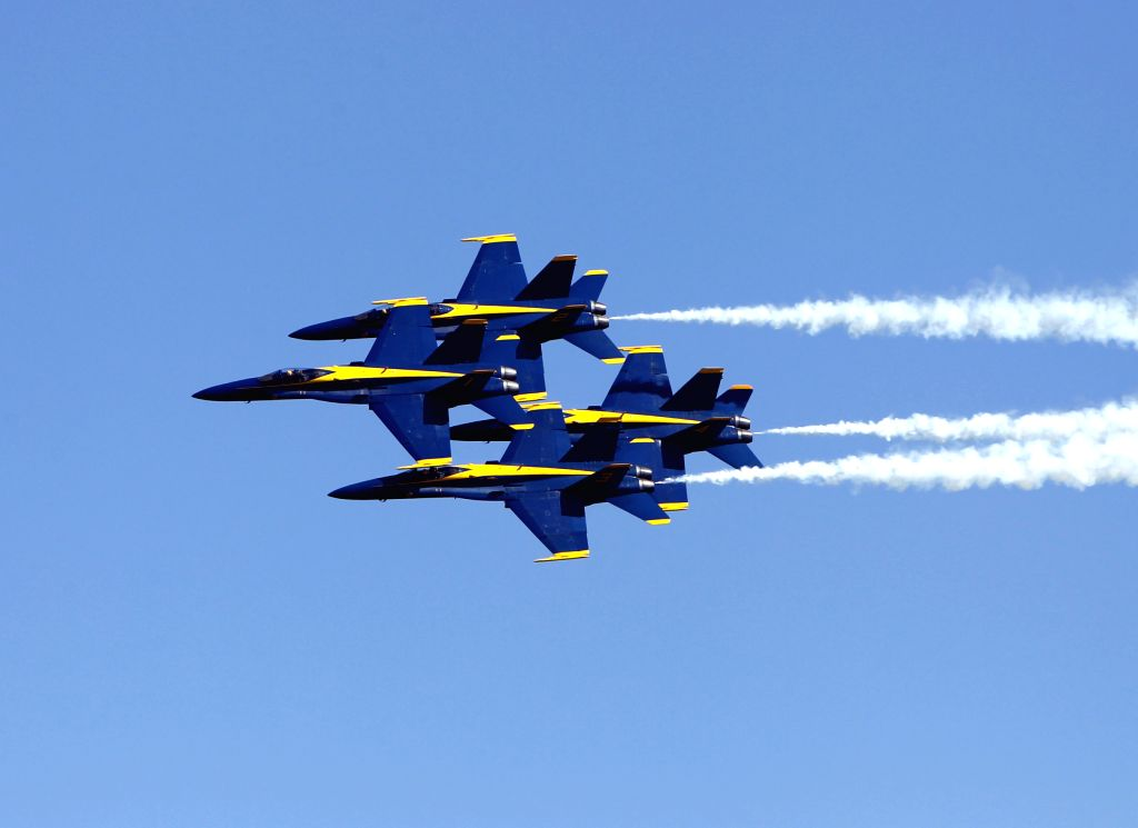 HOUSTON, Oct. 23, 2016 - A formation of U.S. Navy Blue Angles performs during the Houston Airshow at Ellington Airport of Houston, the United States, Oct. 22, 2016.