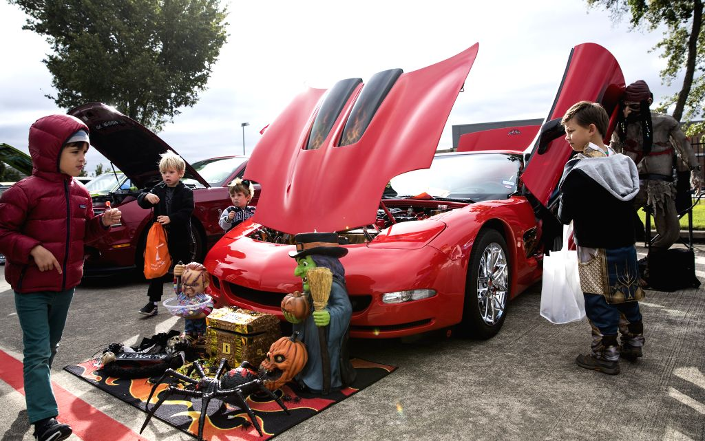 HOUSTON, Oct. 27, 2019 - Kids visit the 12th Annual Halloween Classic Car Show at National Museum of Funeral History in Houston, Texas, the United States, on Oct. 26, 2019. (Photo by Yi-Chin ...