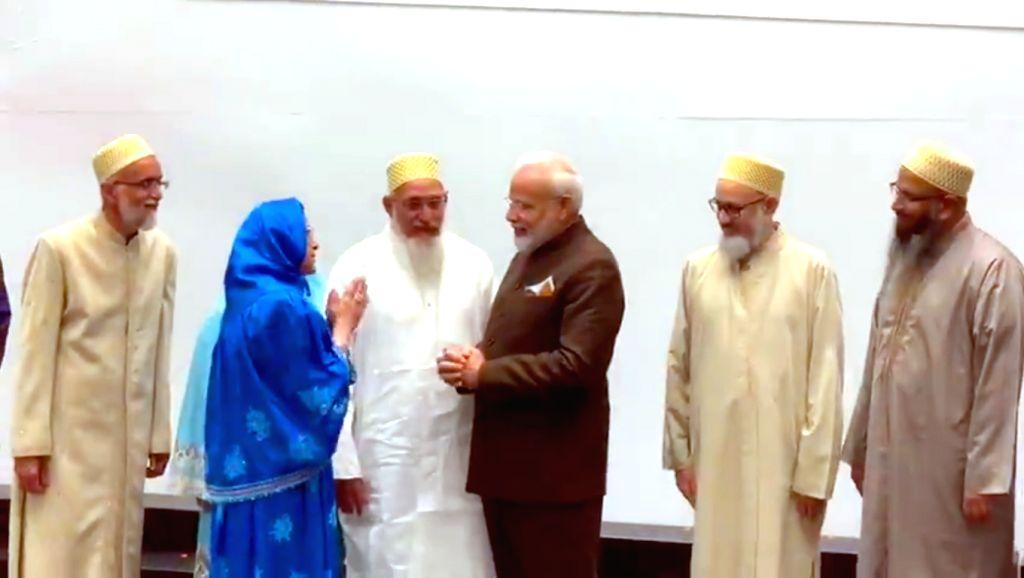 Houston: Prime Minister Narendra Modi interacting with the Dawoodi Bohra community, in Houston, USA on Sep 22, 2019. (Photo: IANS/PIB) - Narendra Modi