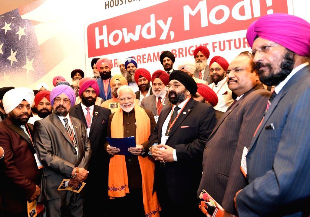 Houston: The Prime Minister, Shri Narendra Modi interacting with the Indian community, in Houston, USA on September 21, 2019. (Photo: IANS/PIB) - Shri Narendra Modi