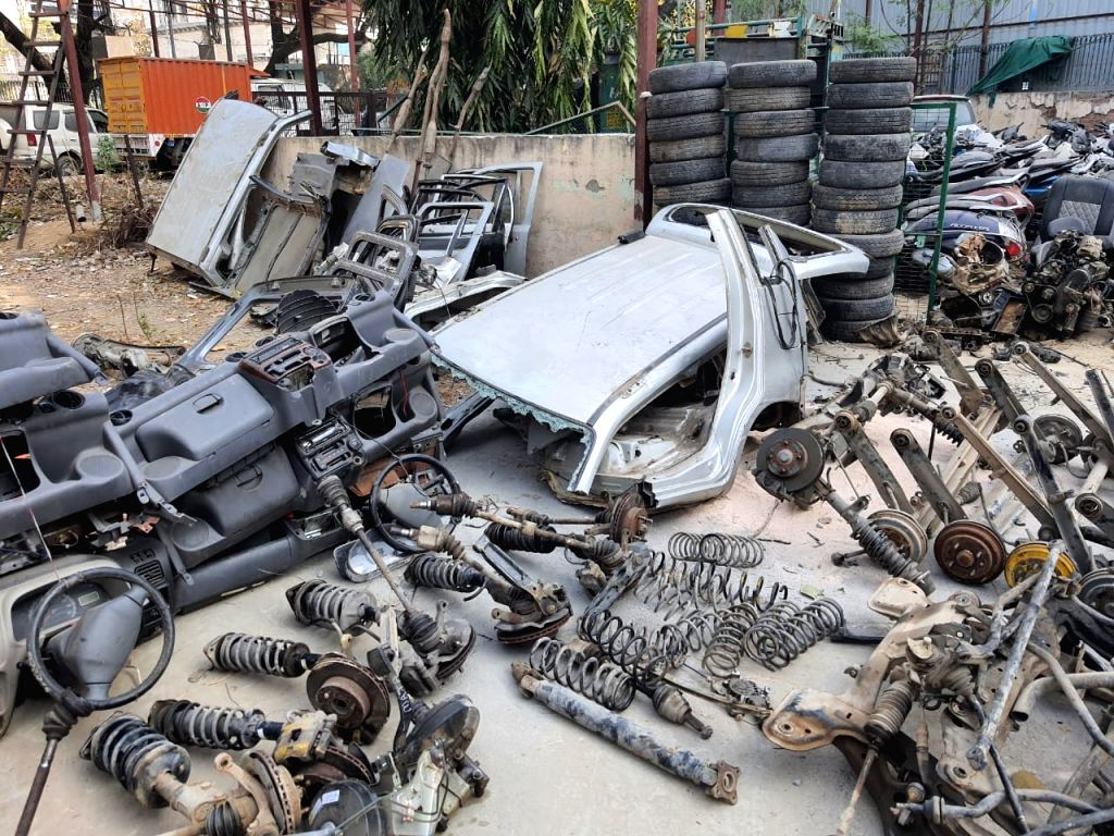 How a farmhouse in Delhi was used as a ???graveyard??? of stolen cars