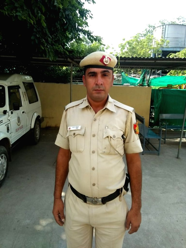 How Two policemen braved knives to save life of a man