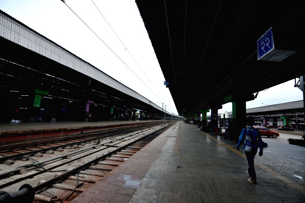 Howrah: A deserted platform of the Howrah Junction railway station after the Indian Railway has cancelled 223 trains in the Bhadrak-Vizianagaram section, along the coastal lines of Odisha on the Kolkata-Chennai route till May 4 as a precaution agains