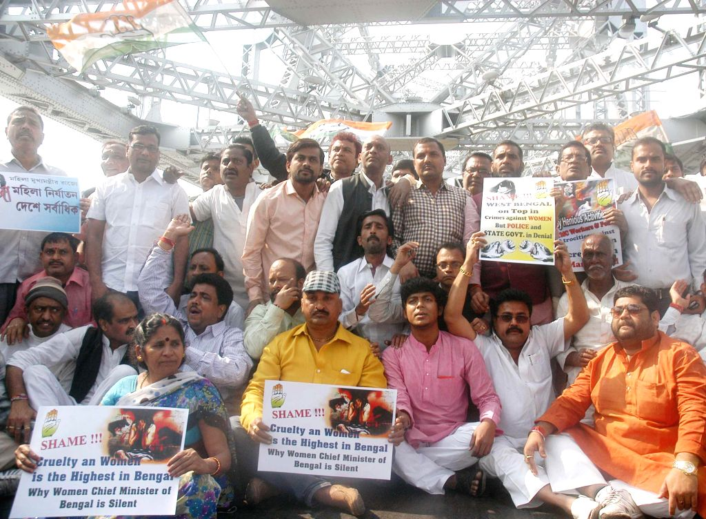 Activists of Congress Party protest against West Bengal government at Howrah bridge, in Howrah, West Bengal on Jan 27, 2015.