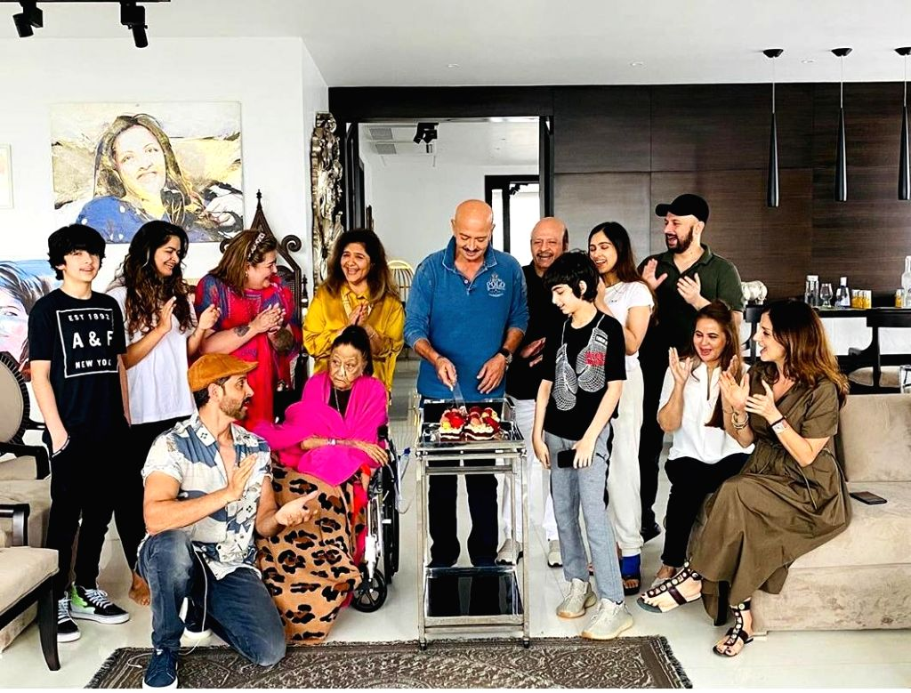 Hrithik Roshan suspects his folks are 'growing up' - Hrithik Roshan