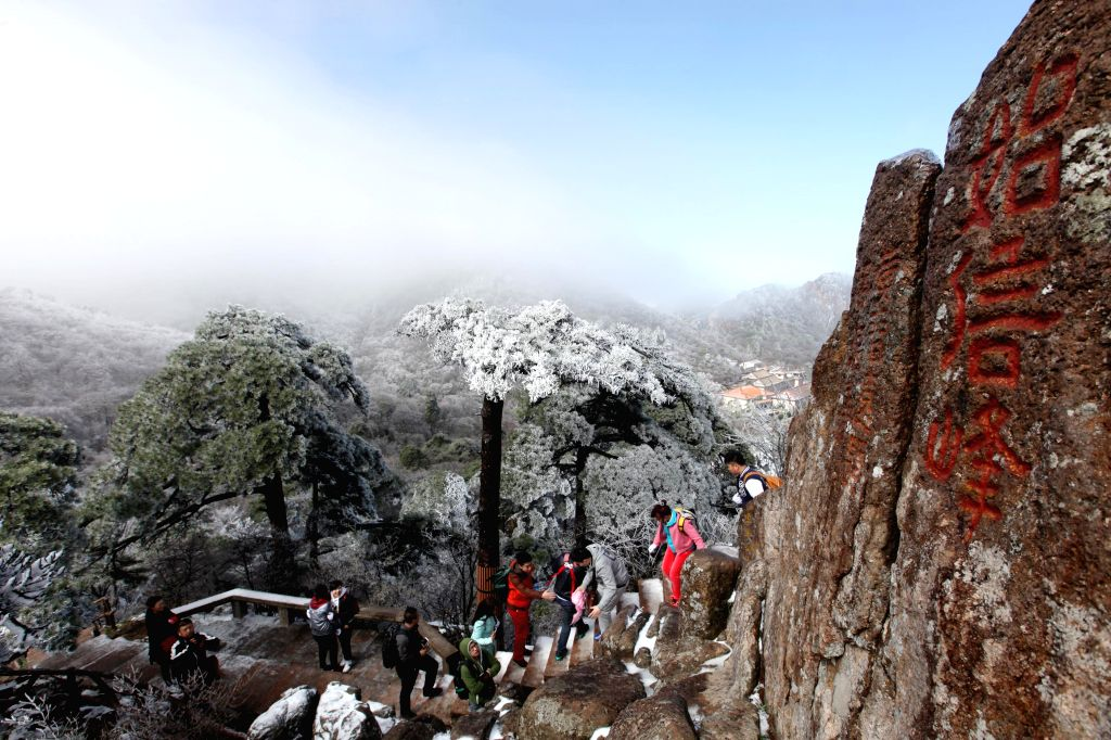 Photo taken on April 8, 2015 shows the snow scenery of Huangshan Mountain in Huangshan City, east China's Anhui Province. (Xinhua/Shi Yalei)