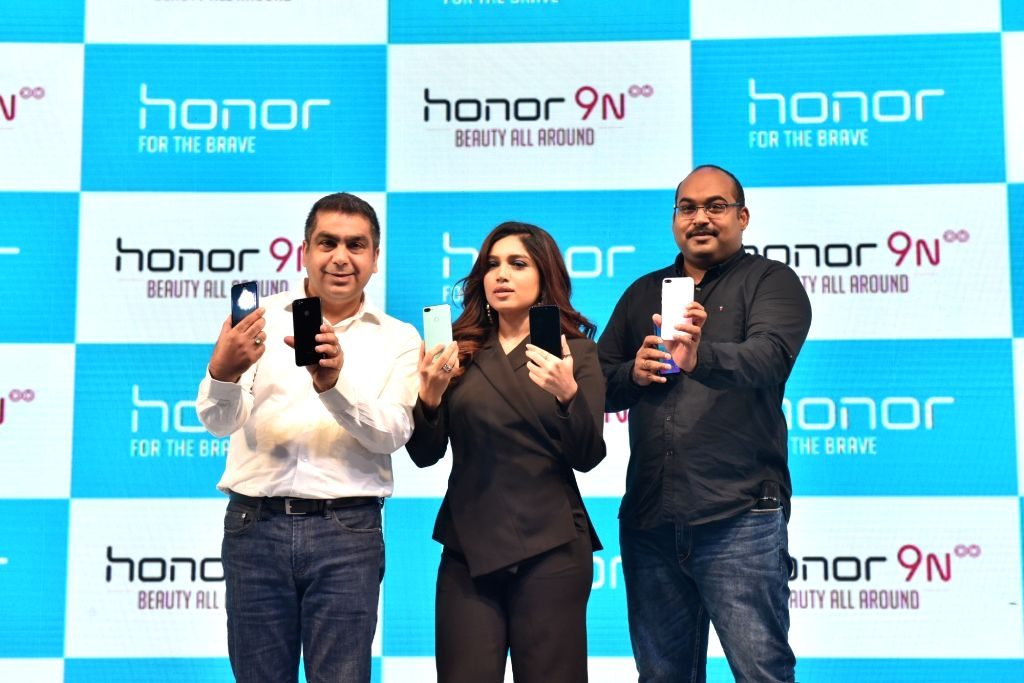 """Huawei Consumer Business Chief Marketing Officer Suhail Tariq, actress Bhumi Pednekar and Huawei India-Consumer Business Group Sales Vice President P Sanjeev at the launch of  """"Honor ... - Bhumi Pednekar"""