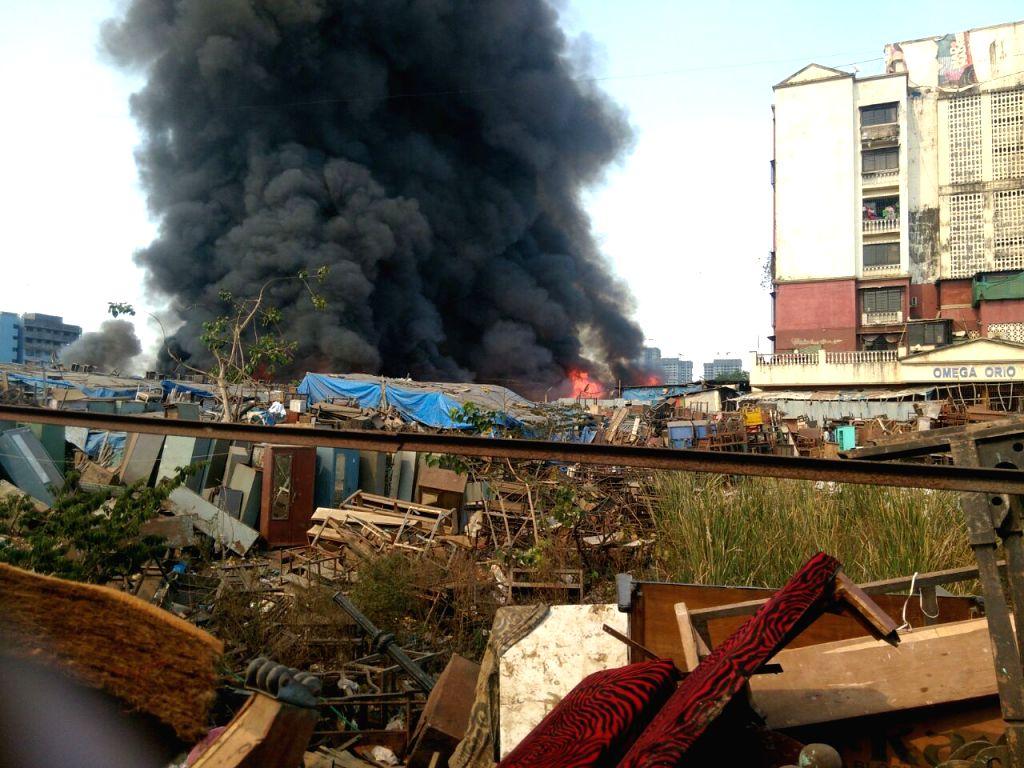 Huge fire engulfs Mumbai furniture market