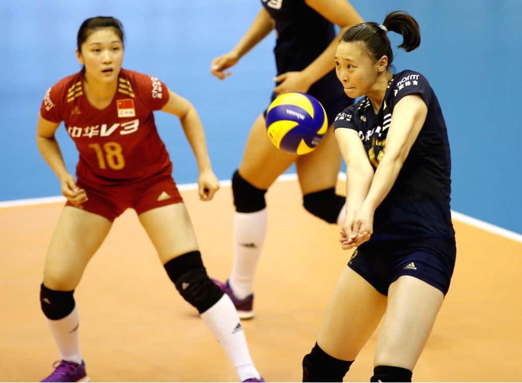 Hui Ruoqi (R) of China receives the ball during the preliminary round match against Italy at the 2015 FIVB Volleyball World Grand Prix in Saitama, Japan, July 11, ...