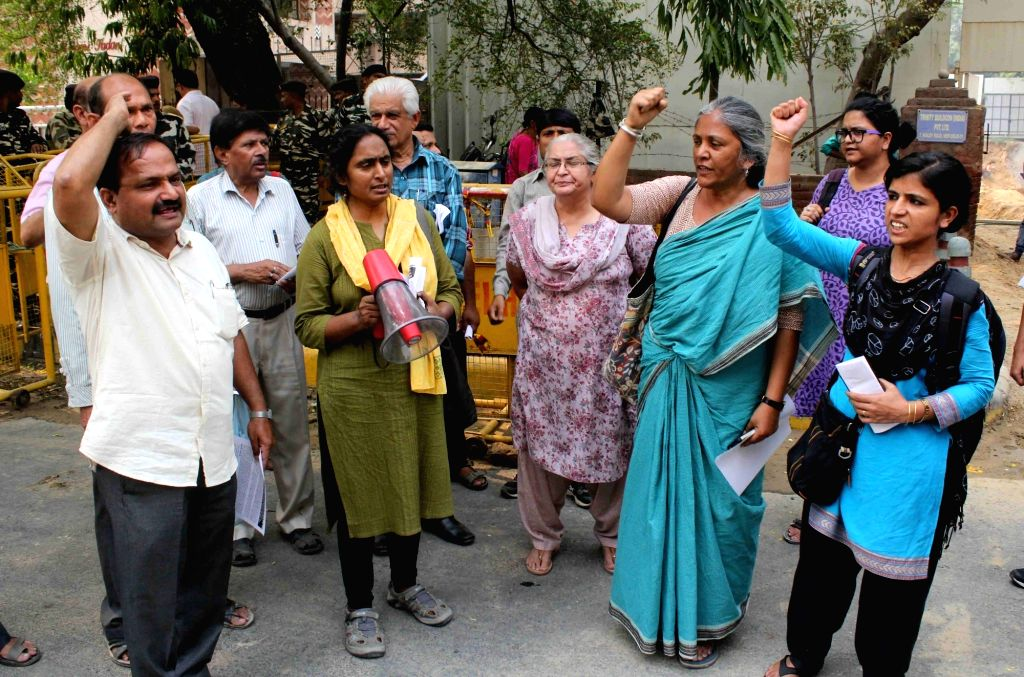 Human Right activists stage a demonstration against Bhangar violence in New Delhi on May 8, 2017. Also seen Kavita Krishnan of All India Progressive Women's Association.