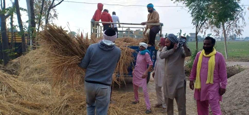 Hundreds of protesting farmers gather along Punjab-Haryana border.