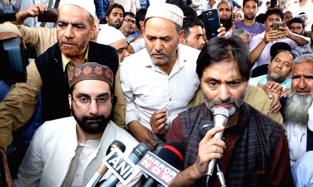 Hurriyat Conference leader Mirwaiz Umar Farooq and Jammu and Kashmir Liberation Front (JKLF) Chairman Muhammad Yasin Malik during a joint press conference in Srinagar on Sept 6, 2017. - Malik