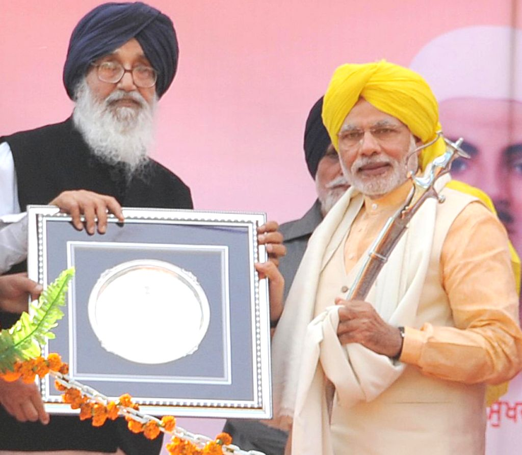Prime Minister Narendra Modi being presented a memento by Punjab Chief Minister Parkash Singh Badal at National Martyrs Memorial in Hussainiwala of Punjab's Firozpur on March 23, 2015. - Narendra Modi and Parkash Singh Badal
