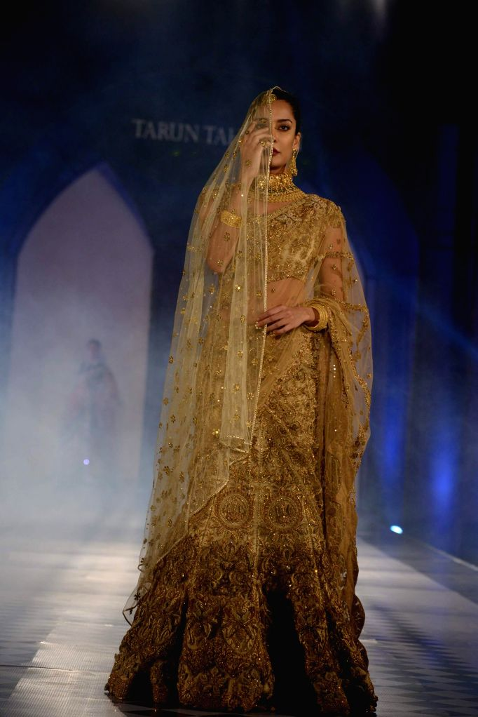 Actress Lisa Haydon walks the ramp for fashion designer Tarun Tahiliani during a bridal jewellery fashion show in Hyderabad, on Jan 13, 2015.