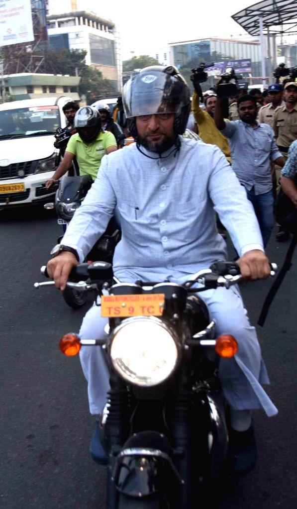 :Hyderabad: AIMIM President Asaduddin Owaisi rides a motorbike to Pragati Bhavan to meet Telangana Chief Minister K. Chandrashekhar Rao in New Delhi on Dec 10, 2018. (Photo: IANS).