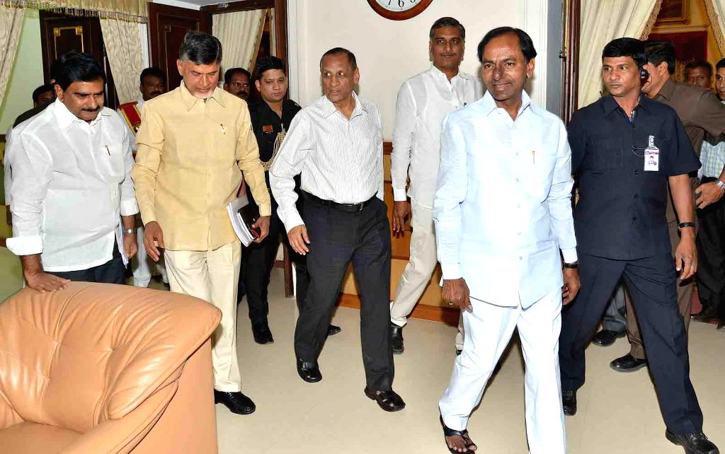 Andhra Pradesh Chief Minister N. Chandrababu Naidu and Telangana Chief Minister K Chandrasekhar Rao arrive to meet over the issue of Krishna Water in presence of Telangana Governor E. S. .. - N. Chandrababu Naidu and K Chandrasekhar Rao