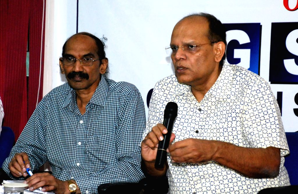 Hyderabad, April 25 (IANS) Telangana Chief Secretary Somesh Kumar on Saturday briefed the Inter Ministerial Central team (IMCT) on the steps taken by the state government to contain the spread of Covid-19.