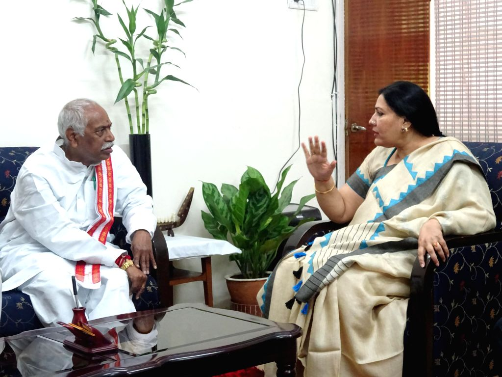 BJP leader Bandaru Dattatreya with the Vice Chancellor of English and Foreign Languages University, Sunaina Singh in Hyderabad, on Nov 5, 2014. - Sunaina Singh