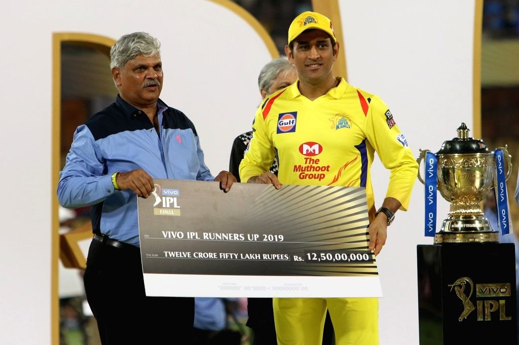 Hyderabad: Chennai Super Kings' skipper MS Dhoni pose with the IPL 2019 Runner-up award during the presentation ceremony at Rajiv Gandhi International Stadium in Hyderabad, on May 12, 2019. (Photo: Surjeet Yadav/IANS) - MS Dhoni and Surjeet Yadav