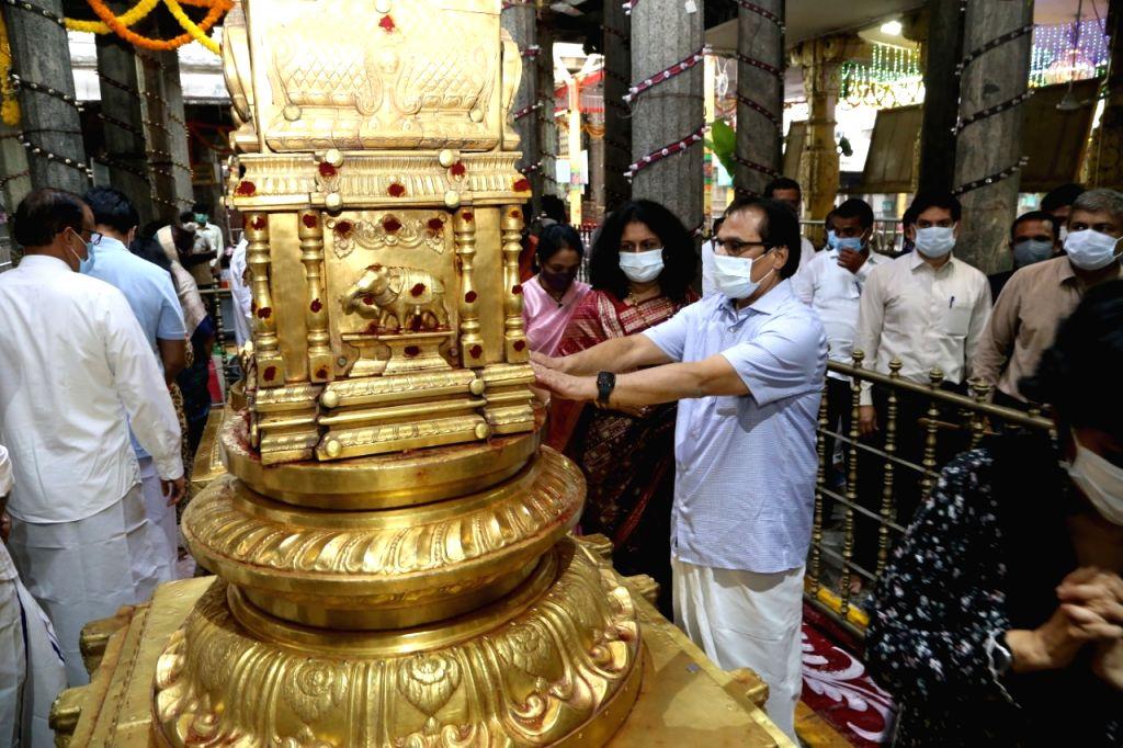 Hyderabad : Chief justice of India NV Ramana offered prayer to Tirumala Tirupathi temple on Thursday October 14,2021.