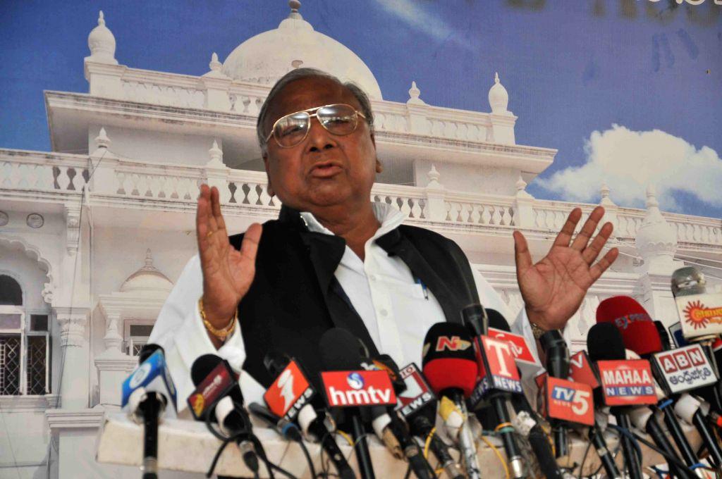 Congress leader V. Hanumantha Rao addresses a press conference in Hyderabad, on March 23, 2015.