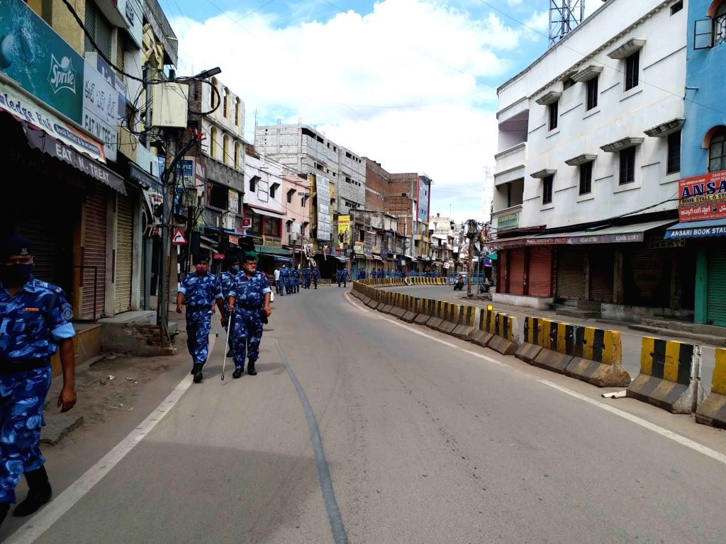 Hyderabad : Hyderabad  Police commissioner  Anjani Kumar  raid on police hours for Lockdown third day  of  City Like deserted    picture seen deserted, Hussaini Alam ,  Charminar in Hyderabad 15 May ... - Anjani Kumar