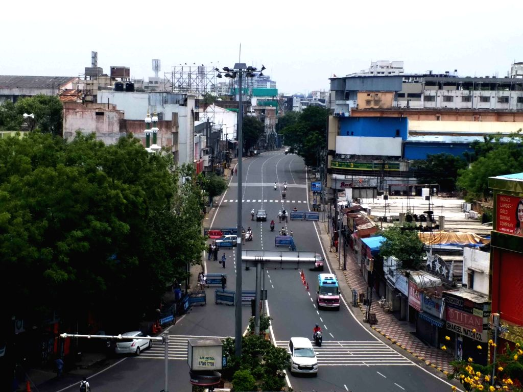 Hyderabad :  Hyderabad police  implementing the lockdown across twin cities with top cops in the capital region warning people that any unwanted movement on the roads after 10 am would be dealt with ...