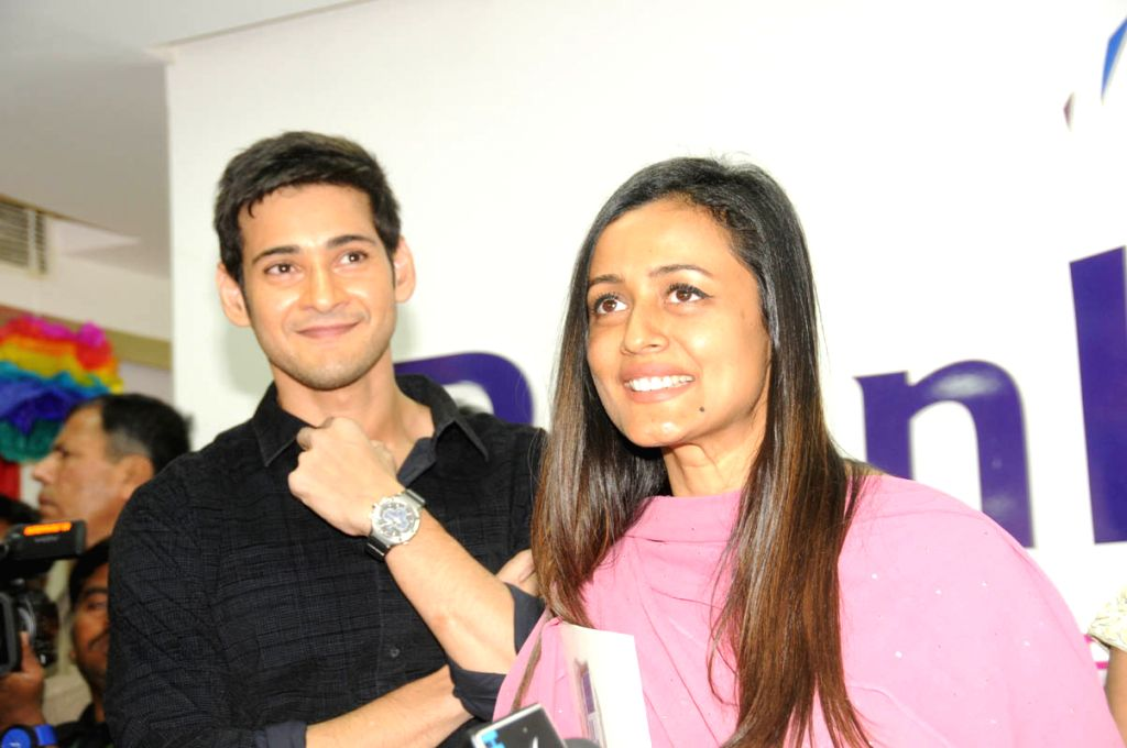 Hyderabad, June 22 (IANS) Telugu superstar Mahesh Babu's wife, actress Namrata Shirodkar, has praised the hard work of doctors during the novel coronavirus pandemic. - Namrata Shirodkar