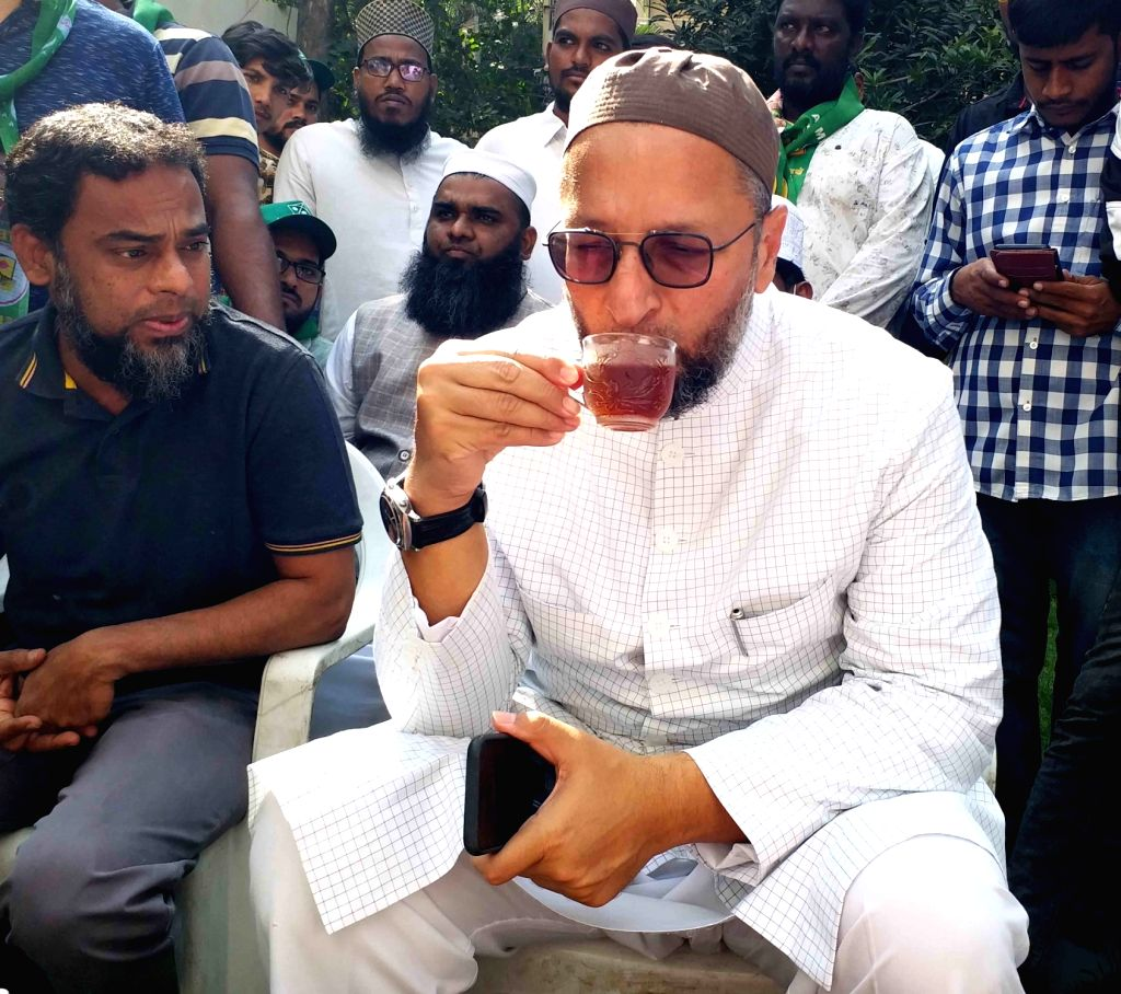 Hyderabad, Nov 25 (IANS) Reacting sharply to Telangana BJP chief's promise to carry out surgical strikes in the old city area here should his party win the December civic polls of Greater Hyderabad, AIMIM chief Asaduddin Owaisi dared Bandi Sanjay's p