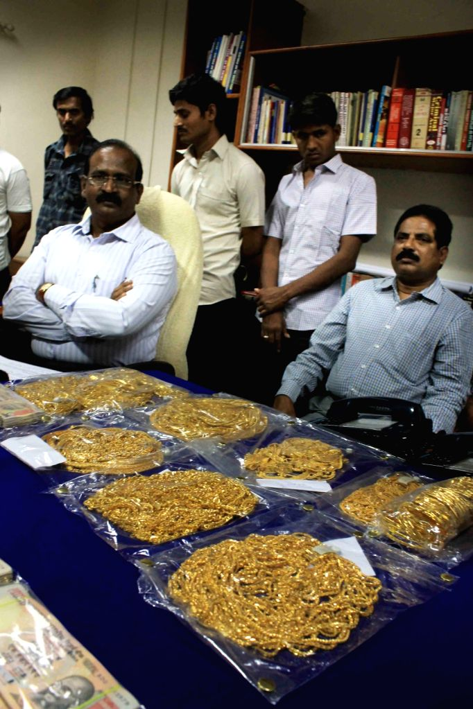 Hyderabad Police Crime branch recovered gold ornaments worth Rs 2 5