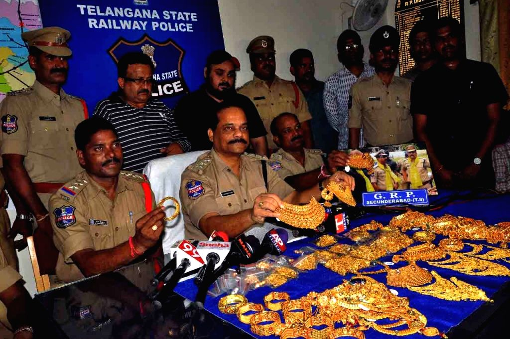 Hyderabad police displays seized 4.5 kgs gold jewellery which was transported illegally from Rajdhani Express at Secunderabad Railway station; in Hyderabad on Sept 8, 2017.