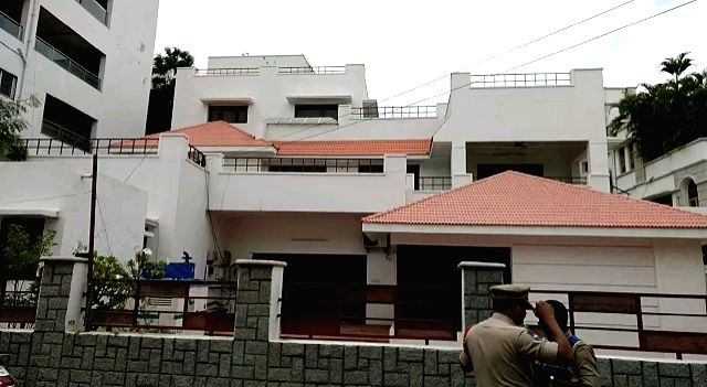 Hyderabad: Police during investigation at the residence of Former Andhra Pradesh Assembly Speaker Kodela Siva Prasada Rao, where he committed suicide, in Hyderabad on Sep 16, 2019. The senior TDP leader was found lying unconscious at his posh Banjara - Kodela Siva Prasada Rao