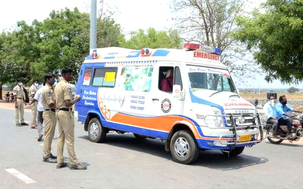 Hyderabad : Police stops ambulances coming from Andhra Pradesh to Telangana, Dozens of medical emergency vehicles from the Rayalaseema region, especially from the Kurnool and Kadapa districts, were ...