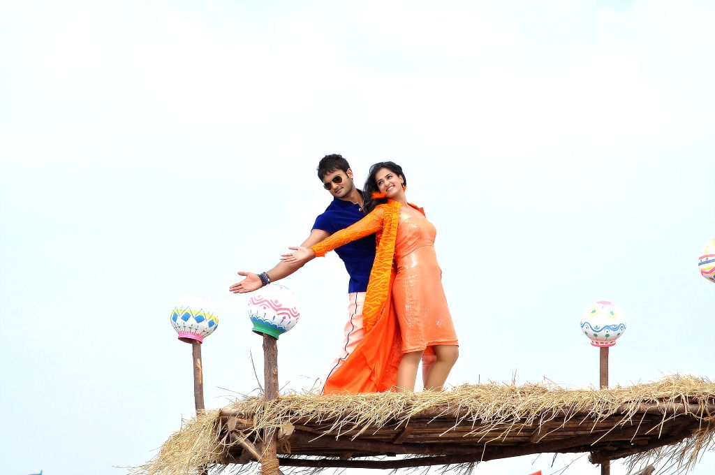 Stills from upcoming Telugu film `krishnamma kalipindhi iddharini`.