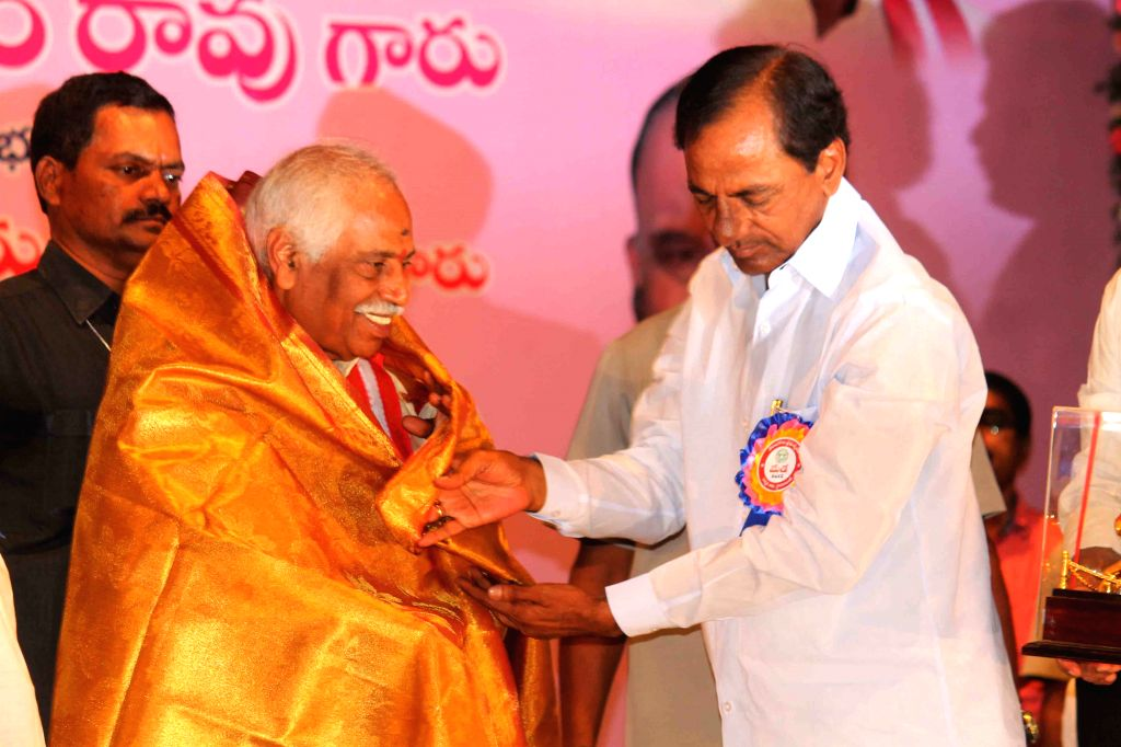 Telangana Chief Minister K Chandrasekhar Rao and Union Minister of State for Labour and Employment Bandaru Dattatreya during a May Day programme in Hyderabad, on May 1, 2015. - K Chandrasekhar Rao
