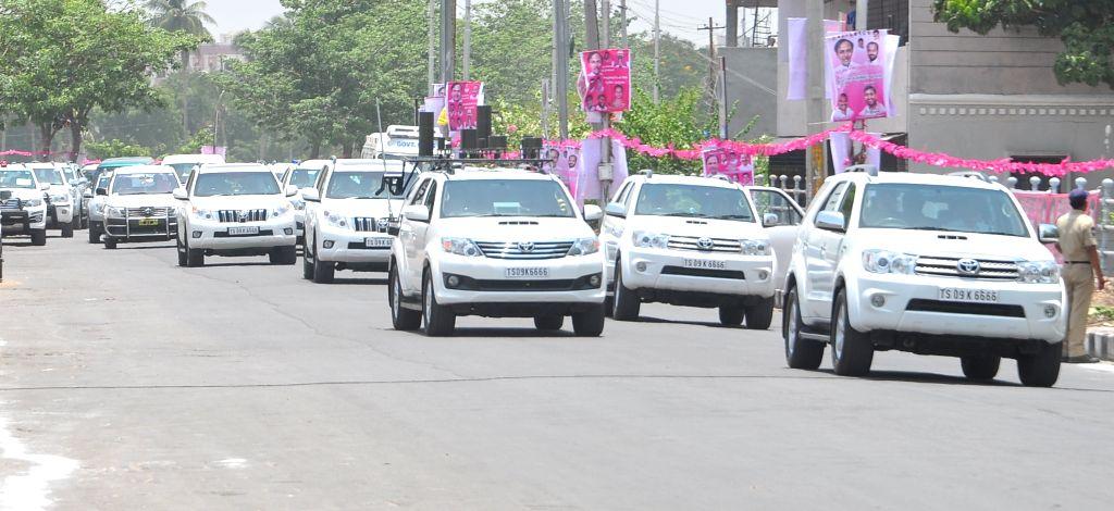 Telangana Chief Minister K Chandrasekhar Rao's motorcade in Hyderabad, on May 20, 2015. - K Chandrasekhar Rao